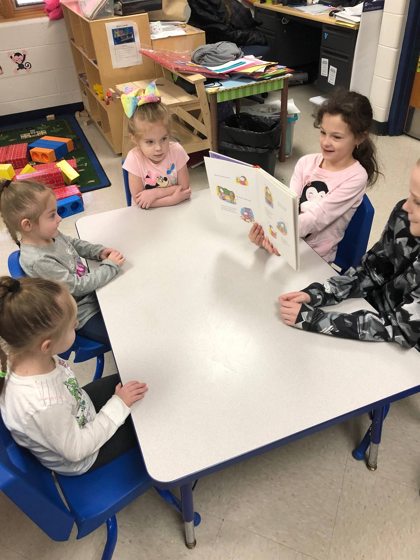 3rd Grade Students Read to Preschool